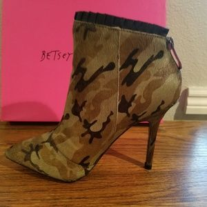 Betsey Johnson Frill Ankle Bootie